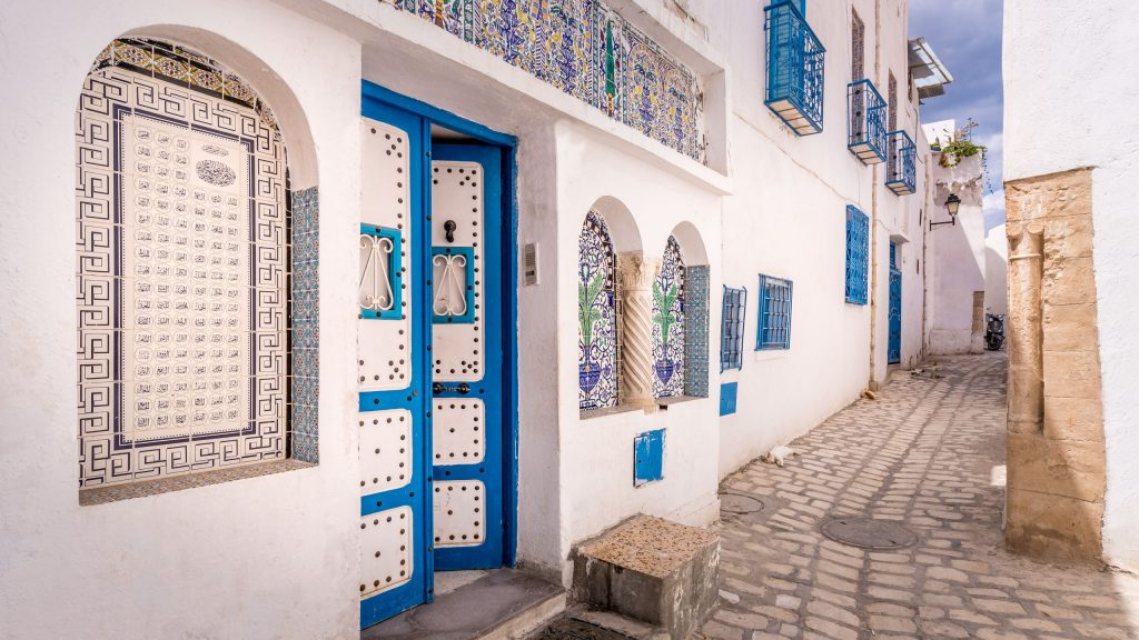 Medina Sousse Narrow Street - TUNISIA - A two week Tunisia itinerary: a road trip to all the highlights