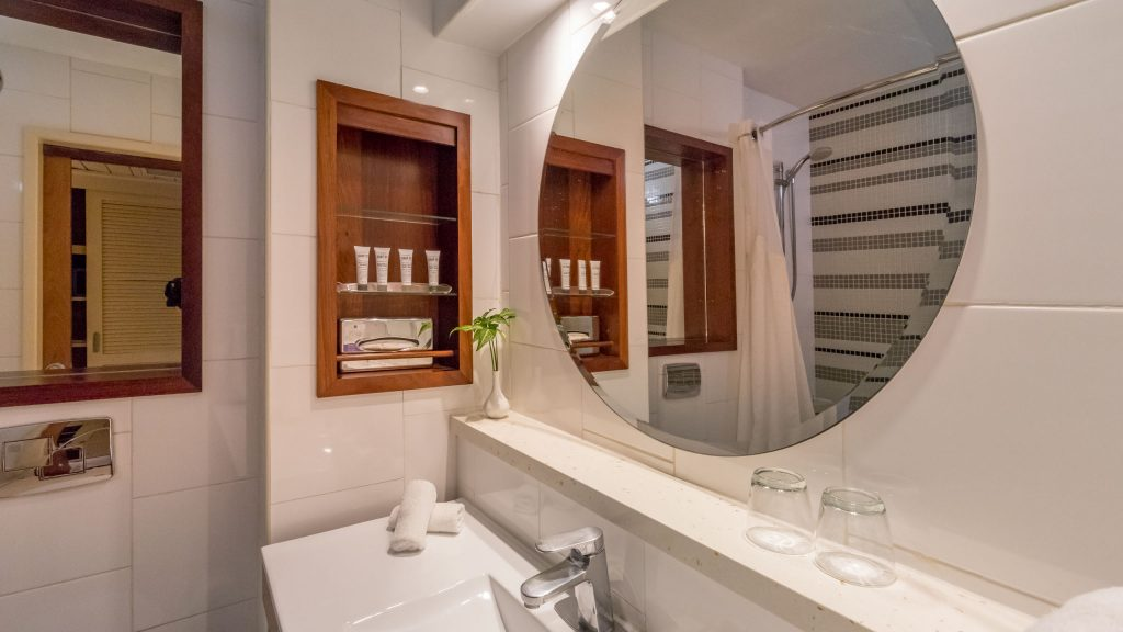 Bathroom - VANUATU - Holiday Inn Resort Port Vila; a luxury hotel with private lagoon beach