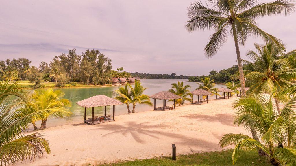 Lagoon beach - VANUATU - Holiday Inn Resort Port Vila; a luxury hotel with private lagoon beach