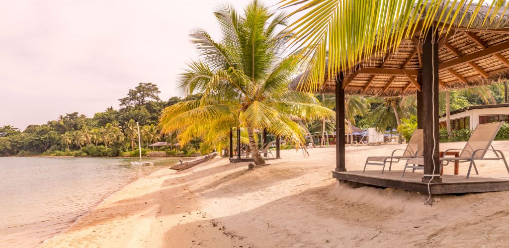 Lagoon beach - VANUATU - Holiday Inn Resort Port Vila; a luxury hotel with private lagoon beach