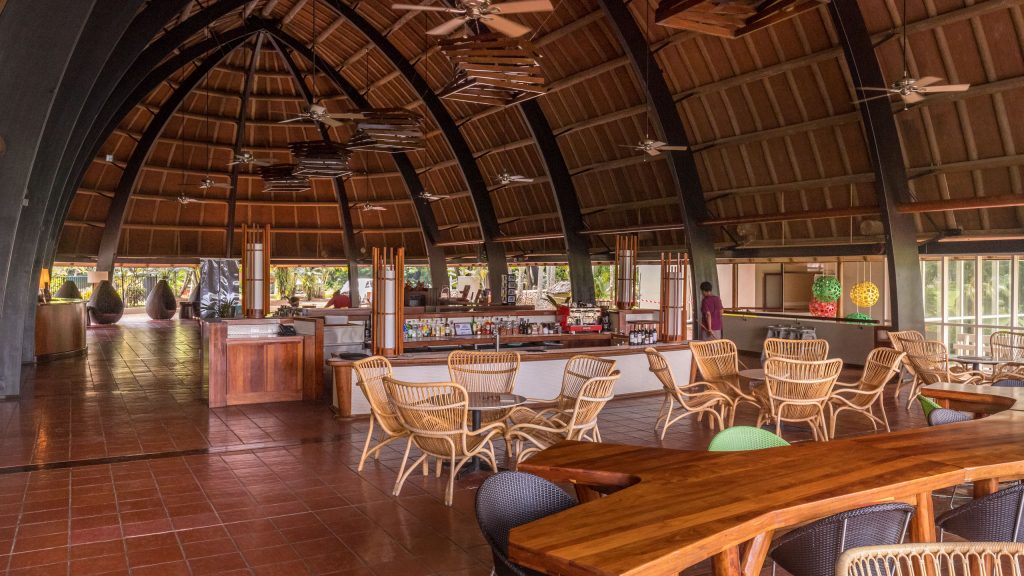 Lobby bar - VANUATU - Holiday Inn Resort Port Vila; a luxury hotel with private lagoon beach