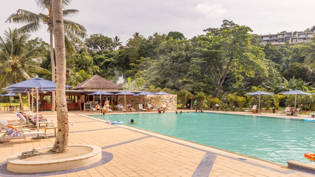 Pool bar - VANUATU - Holiday Inn Resort Port Vila; a luxury hotel with private lagoon beach