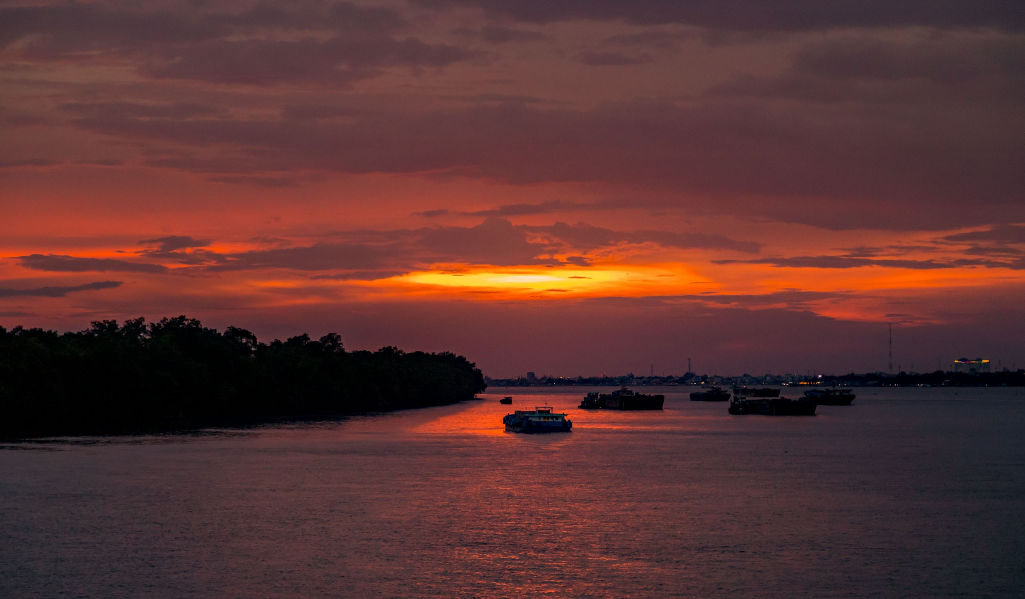 Mekong Delta Sunset - VIETNAM & CAMBODIA - Ho Chi Minh City to Siem Reap itinerary with Mekong Cruise