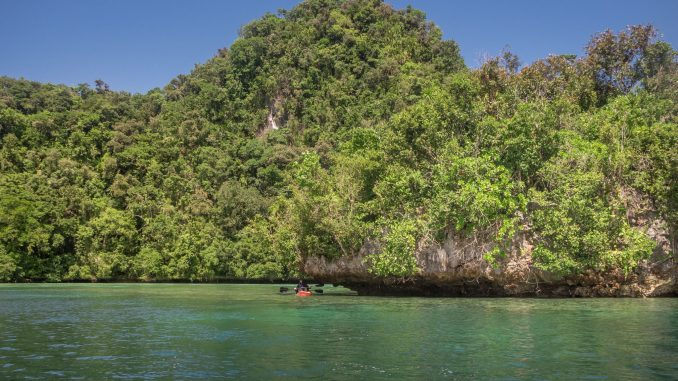 PALAU - Exploring Palau's Rock Islands by kayak & snorkeling in a hidden lake