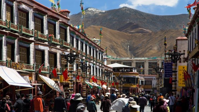 TIBET-First-experience-in-Lhasa-half-day-at-the-Jokhang-Temple