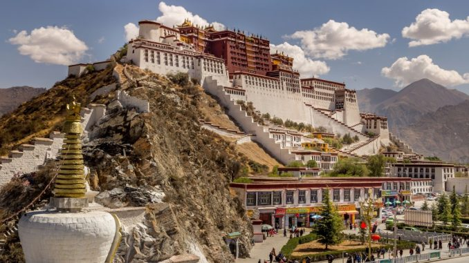 TIBET-A-day-in-Lhasa-Potala-Palace-minor-temples