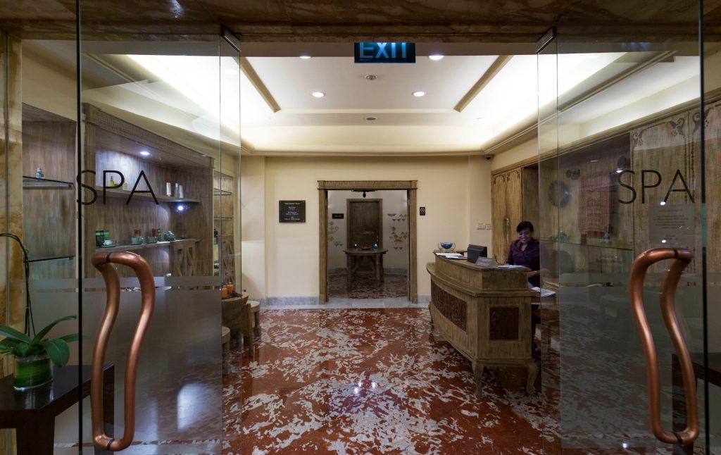 INDONESIA - Intercontinental Jakarta Midplaza; a central luxury business & leisure hotel