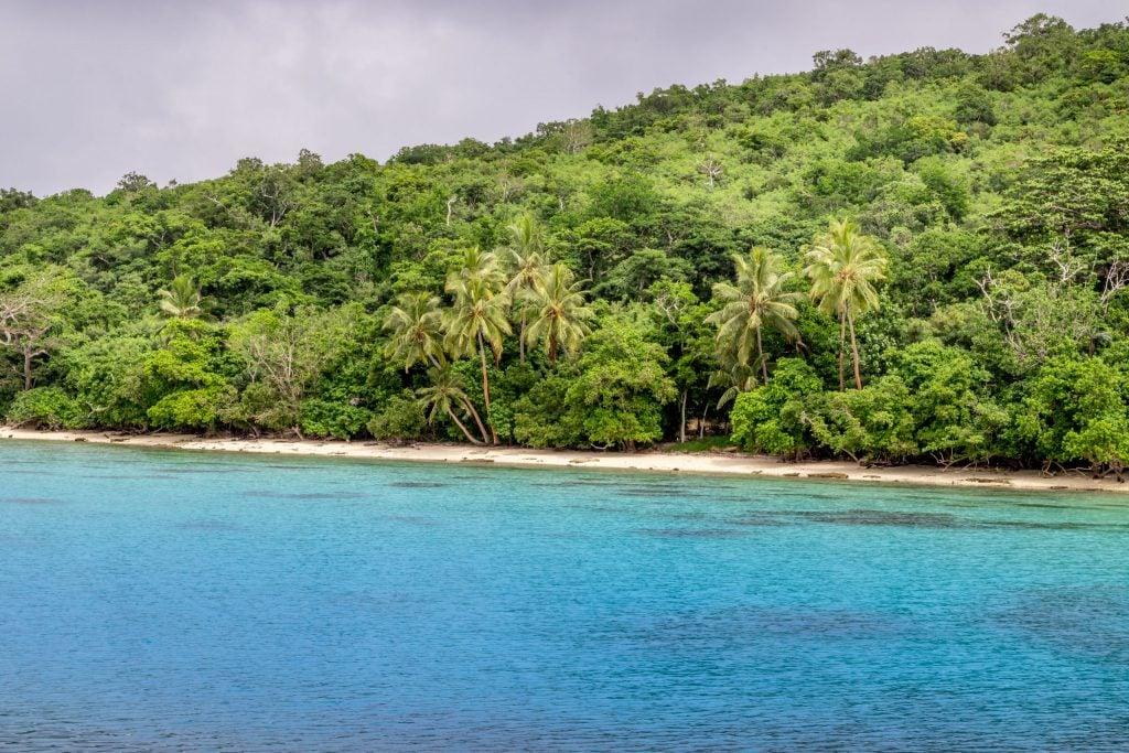 Moso island coastline - VANUATU - Must do: Coongoola day cruise from Port Vila