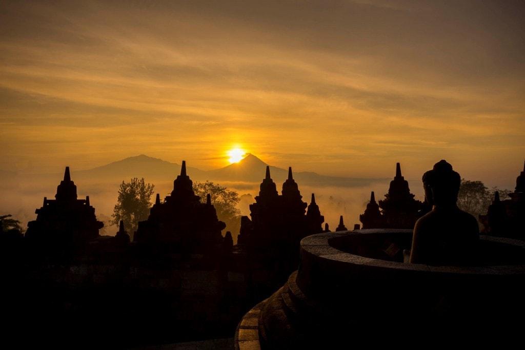 INDONESIA-Sunrise-at-the-Borobudur-temple-and-a-tour-in-the-area